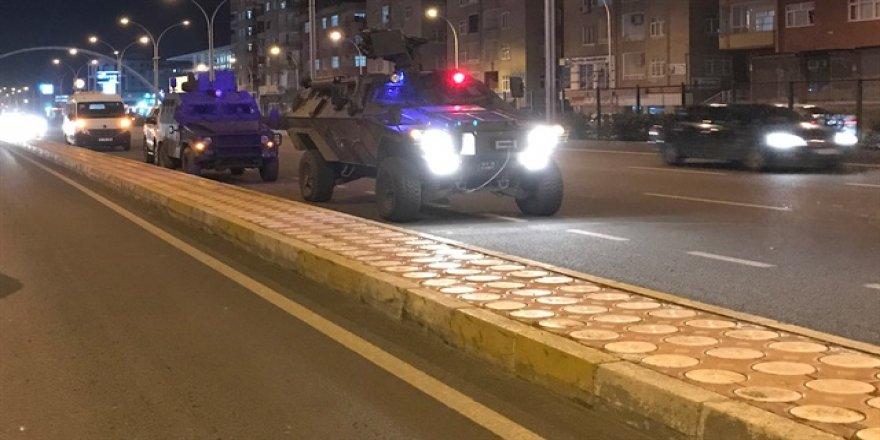 AK Parti İl Başkanlığı önündeki polise EYP'li saldırı!