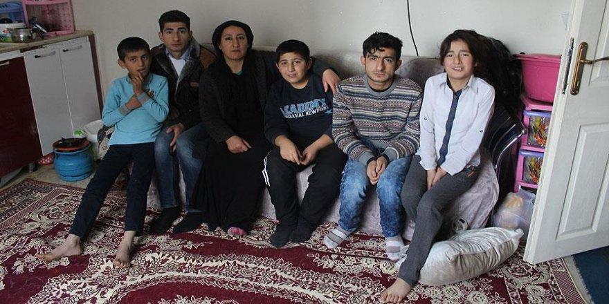 Hayatını 4'ü engelli 6 çocuğuna adadı
