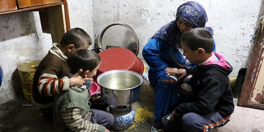 Suriyeli ailenin kış şartlarında yaşam mücadelesi