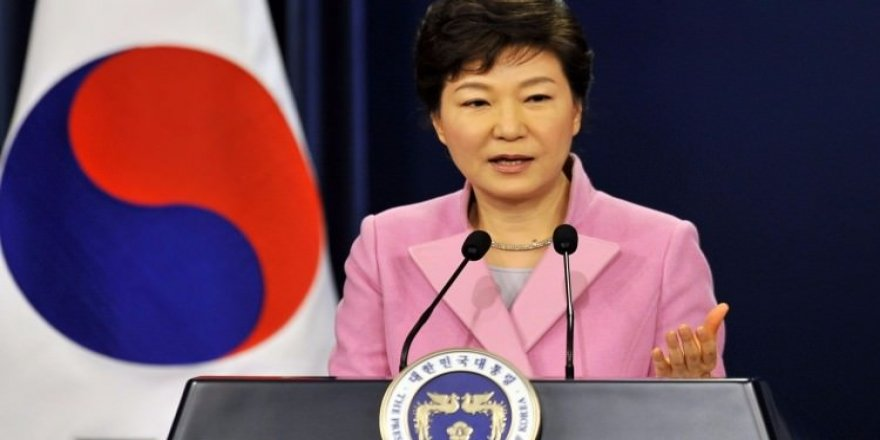 Güney Kore Devlet Başkanı görevden azledildi
