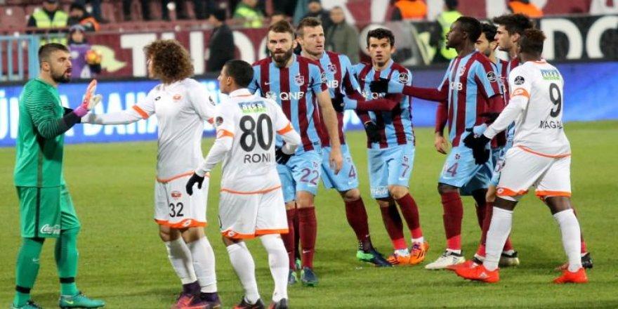 Trabzon maçından sonra patladı: Aptal, densiz...