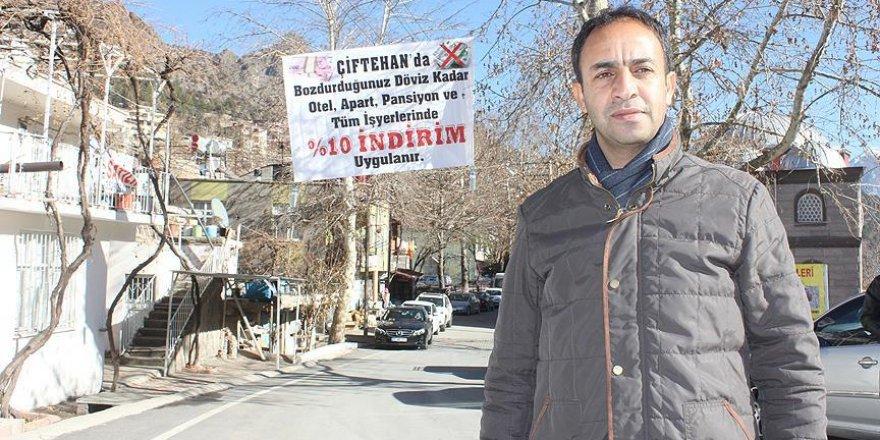 Turizm köyü Türk lirasına sahip çıkıyor