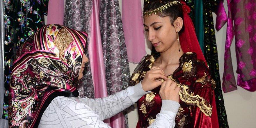 Bitlisli kadınlar Kösem Sultan'ın elbiselerini dikti