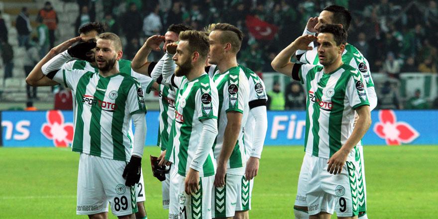 Konyasporlu futbolculardan gol sonrası asker selamı