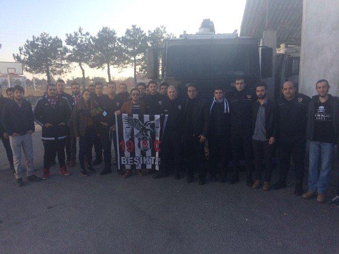 Beşiktaşlılardan polislere taziye ziyareti