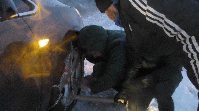 Ardahan'da kar yağışı ve tipi ulaşımı olumsuz etkiliyor