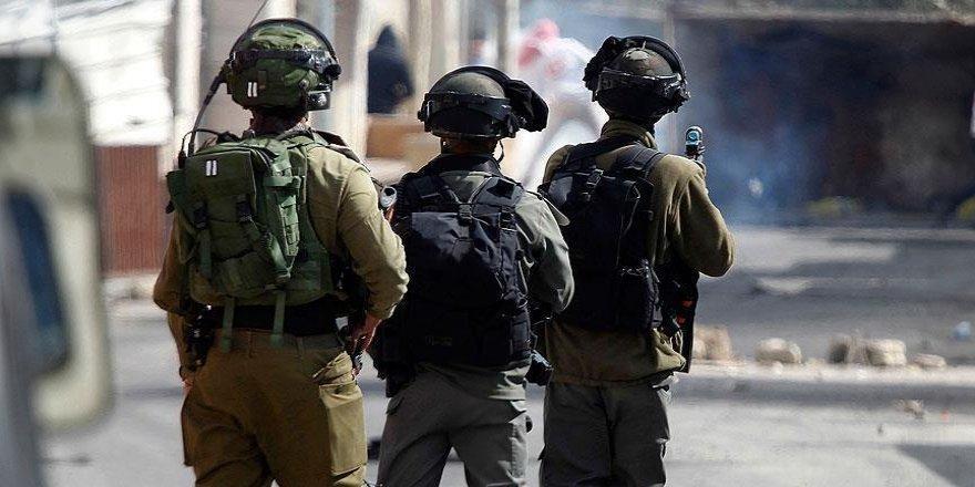 İsrail askerleri Batı Şeria'da 15 Filistinliyi gözaltına aldı
