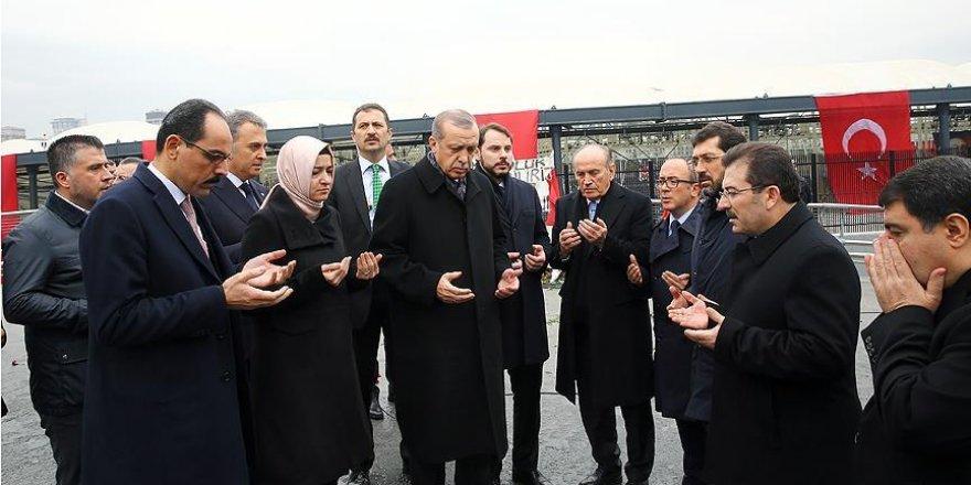 Cumhurbaşkanı Erdoğan 'Şehitler Tepesi'nde dua etti