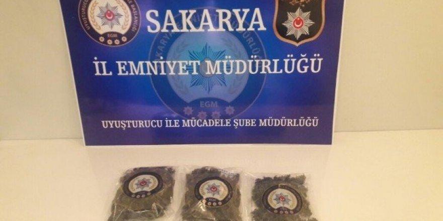 Uyuşturucu ve 2 bin adet kaçak cep telefonu ele geçirildi