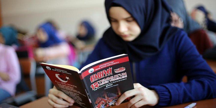 İmam Hatip öğrencilerinin '15 Temmuz' çalışmaları kitaplaştırıldı