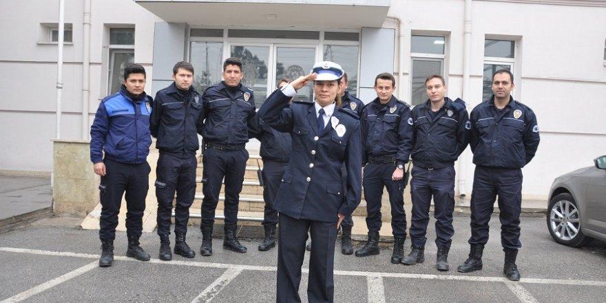 """Fahri emniyet amiri"" Ayfer'den polislere duygulandıran ziyaret"