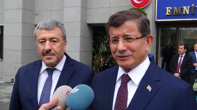 Ahmet Davutoğlu'ndan İstanbul Emniyet Müdürlüğü'ne taziye ziyareti