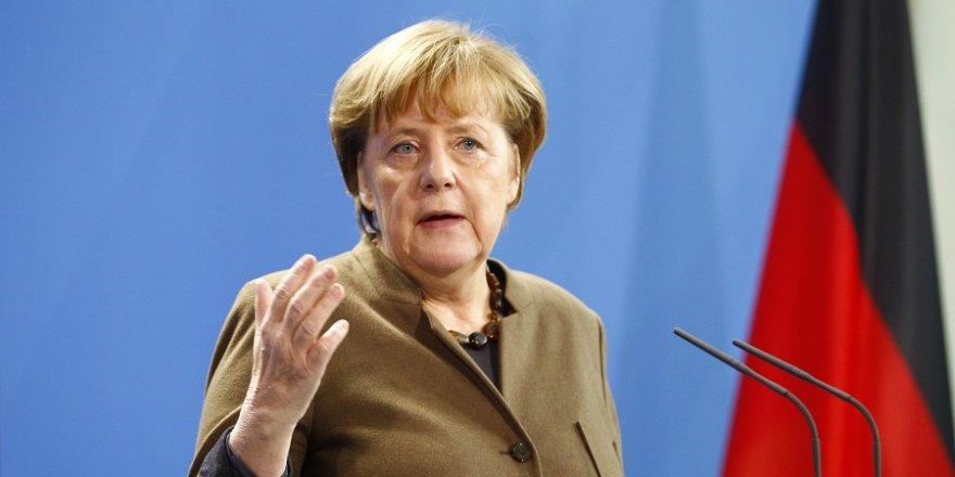 """Merkel: """"Suriye konusunda Esad kadar Rusya ve İran da suçlu"""""""