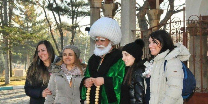 Akşehir'e gelen misafirleri Nasreddin Hoca karşılıyor