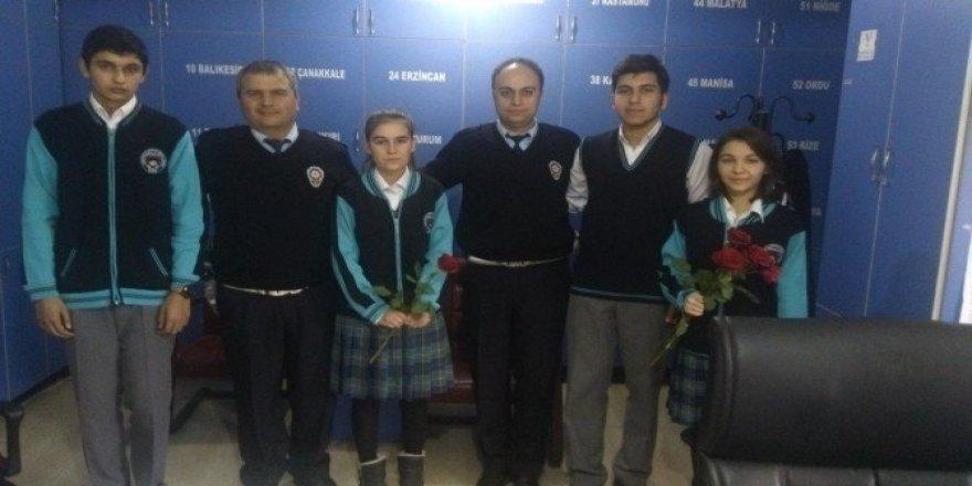 Köprülüler Anadolu Lisesi polisin yanında