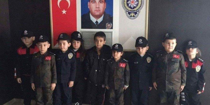 İlkokul öğrencilerinden polislere ziyaret