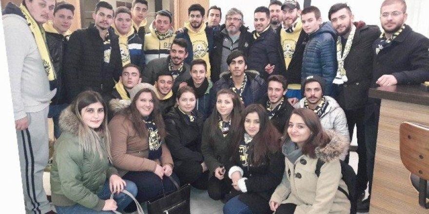 Fenerbahçeli taraftarlardan Osmanlıspor'a sürpriz ziyaret