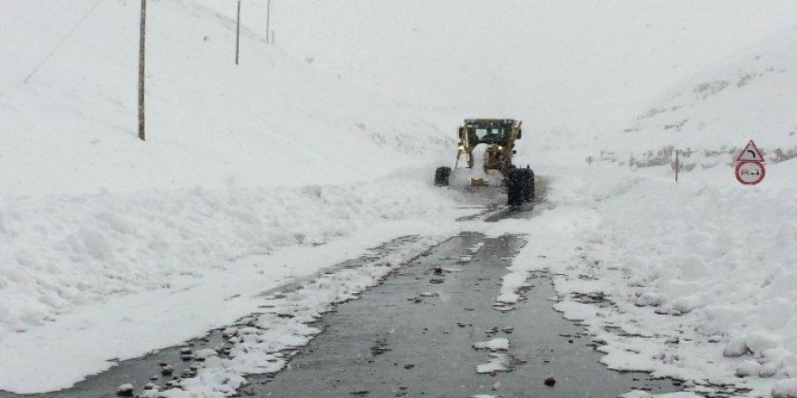 Van'da 64 mahalle yolu kapalı