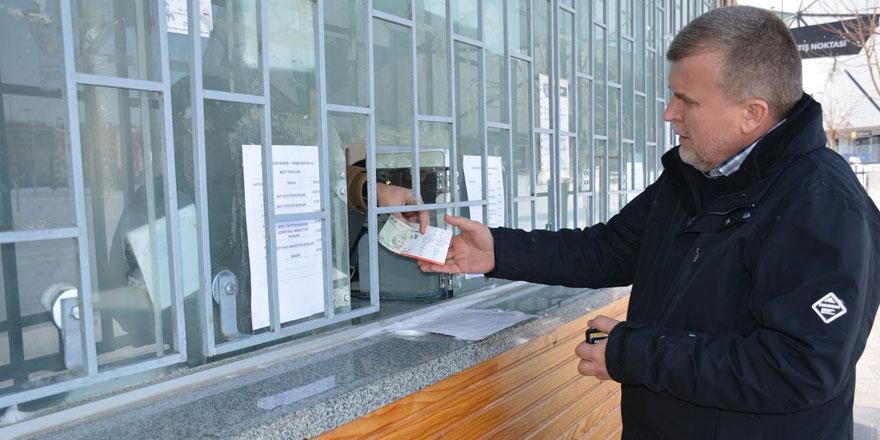 Konyaspor Başkanı Ahmet Şan kağıt bilet satın aldı