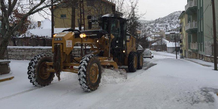Beyşehir ve Derebucak'ta karla mücadele çalışmaları