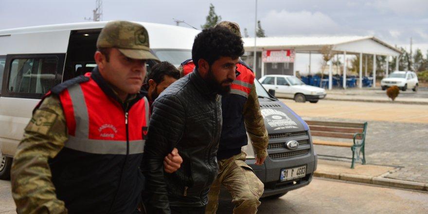 TSK: 16 DEAŞ'lı terörist Akçakale'de yakalandı