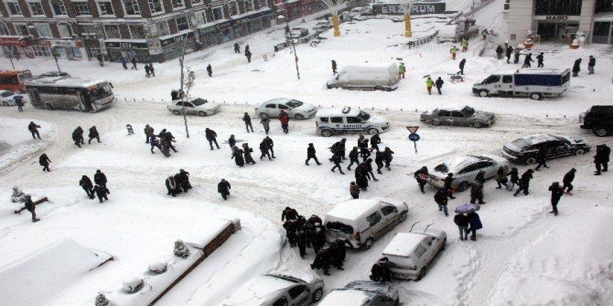 Erzurum'da okullar yarın da tatil edildi