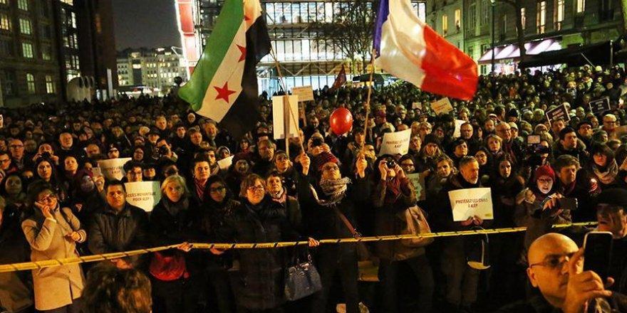Paris'te Halep'e destek gösterisi