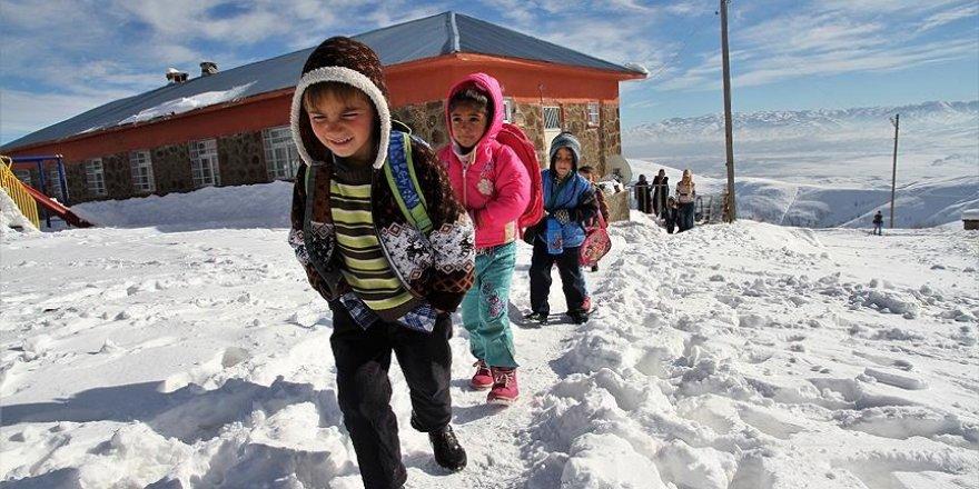 Birçok il ve ilçede eğitime kar engeli