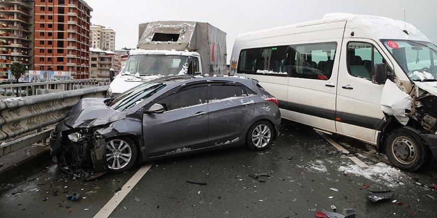 Rize'de zincirleme trafik kazası: 10 yaralı