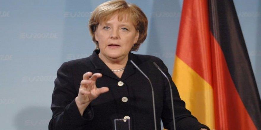 Merkel'den Putin'e çağrı: Akan kanı durdurun