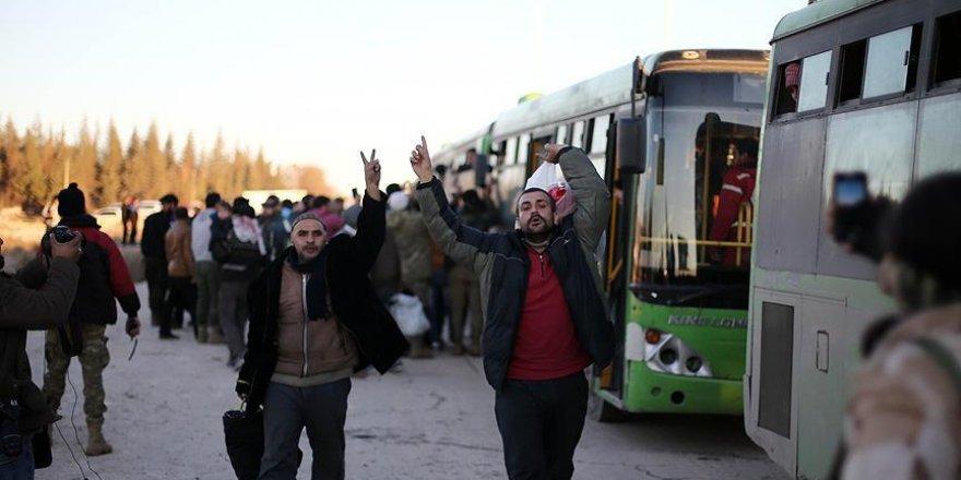 Tahliye konvoyundakiler muhalif bölgeye ulaşmanın sevincini yaşadı