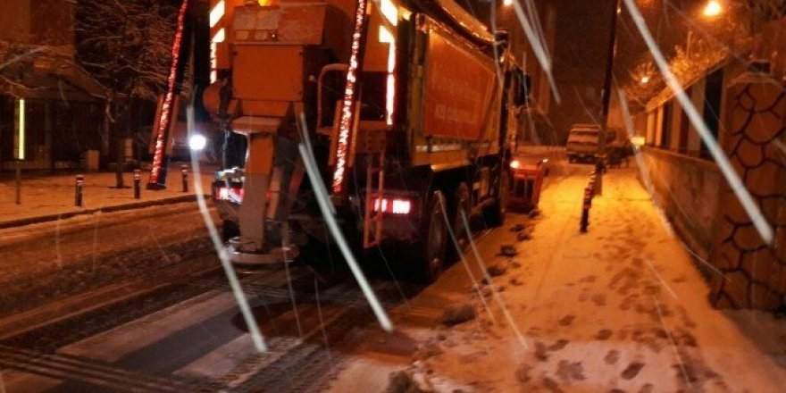 Ümraniye'de kar timleri iş başında