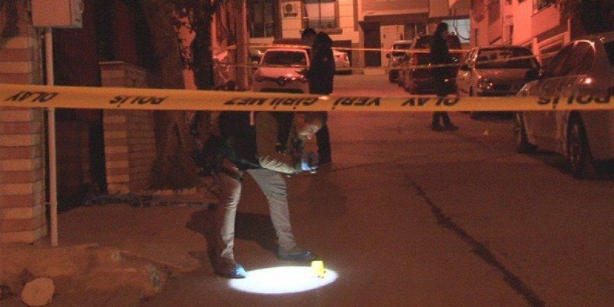 Evinin önünde pompalı tüfekle öldürüldü