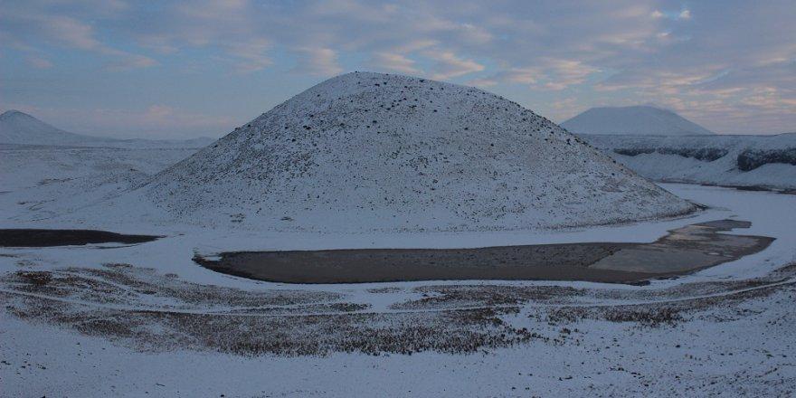 """Meke Gölü'nde """"kar"""" güzelliği"""