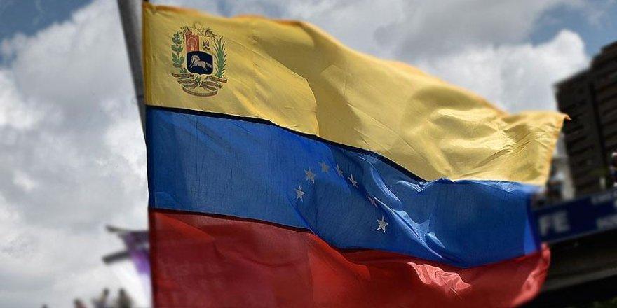Venezuela'da 100 bolivarlık banknotlar şimdilik tedavülde kalacak