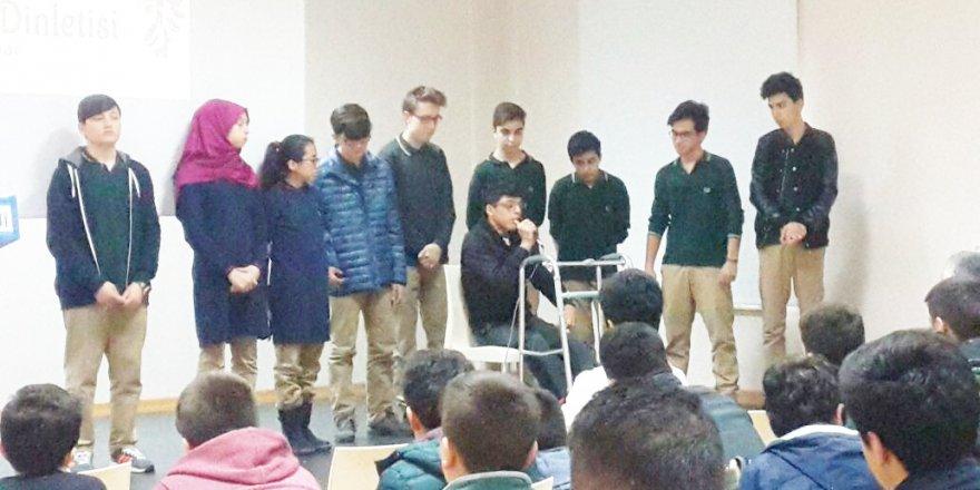 Lale Anadolu Lisesi'nde şiir dinletisi