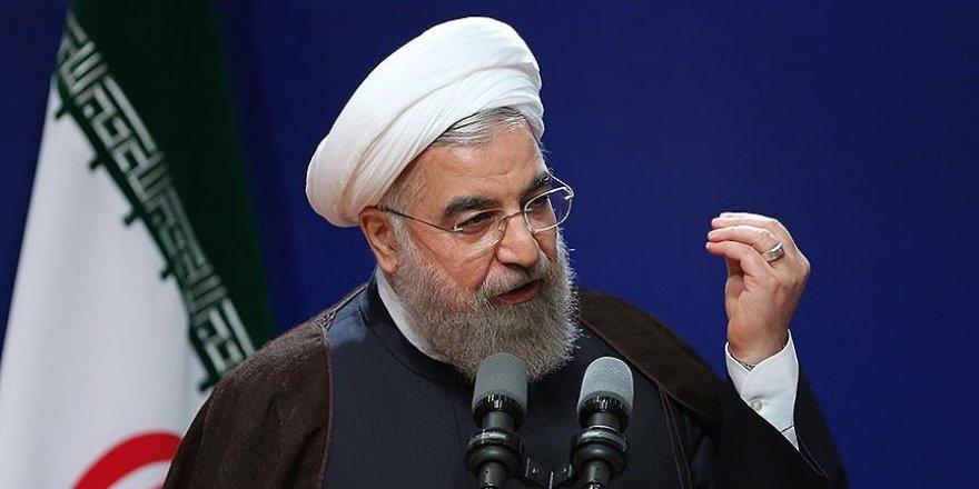 Ruhani'den 'aşırı muhazakarlara' suçlama