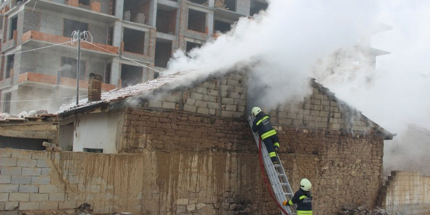 Konya'da Suriyeli ailenin yaşadığı evde yangın