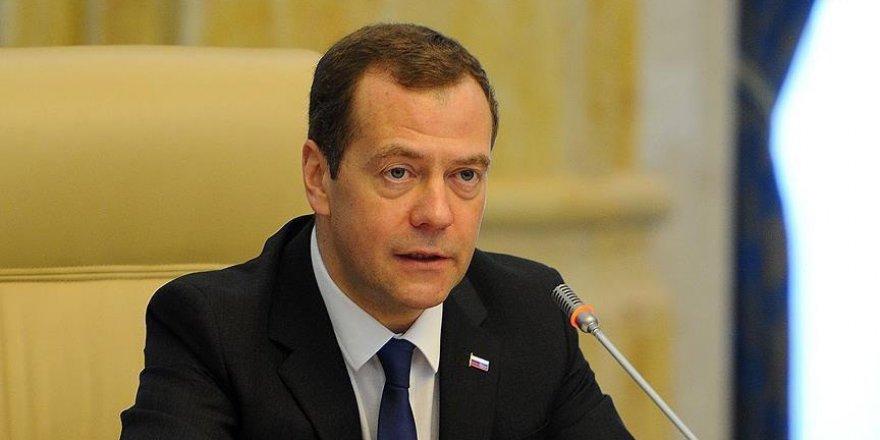 Medvedev: Sadece Rus Büyükelçisine ateş etmediler