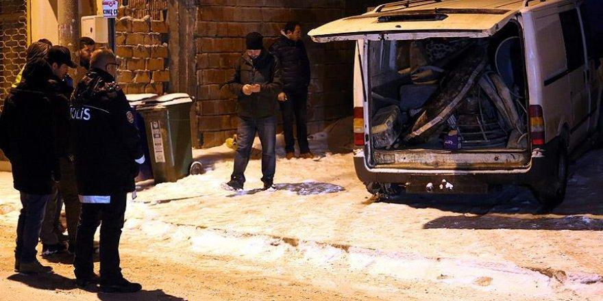 Bolu'da çalıntı minibüs polisi alarma geçirdi