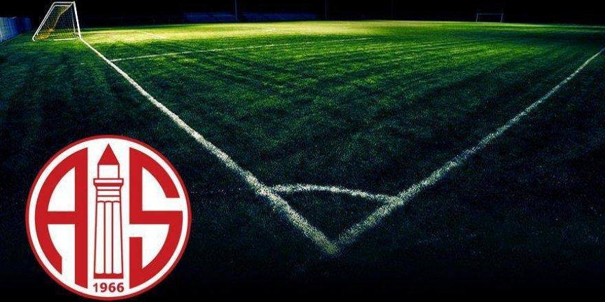 Antalyaspor iki futbolcuyla yollarını ayırdı