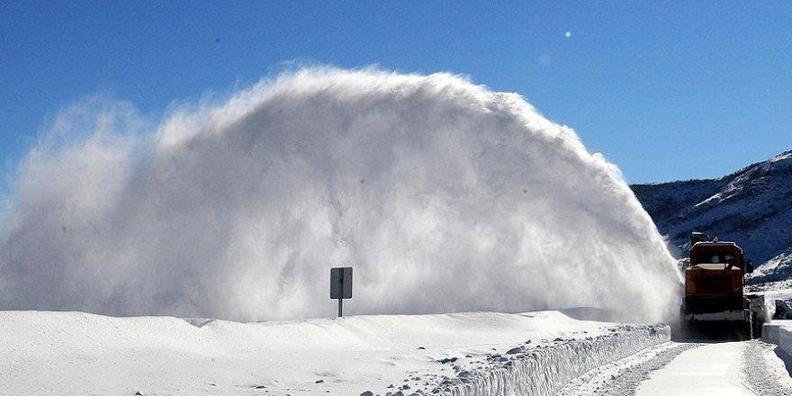 Bingöl'de 17 bin ton kar şehir dışına taşındı