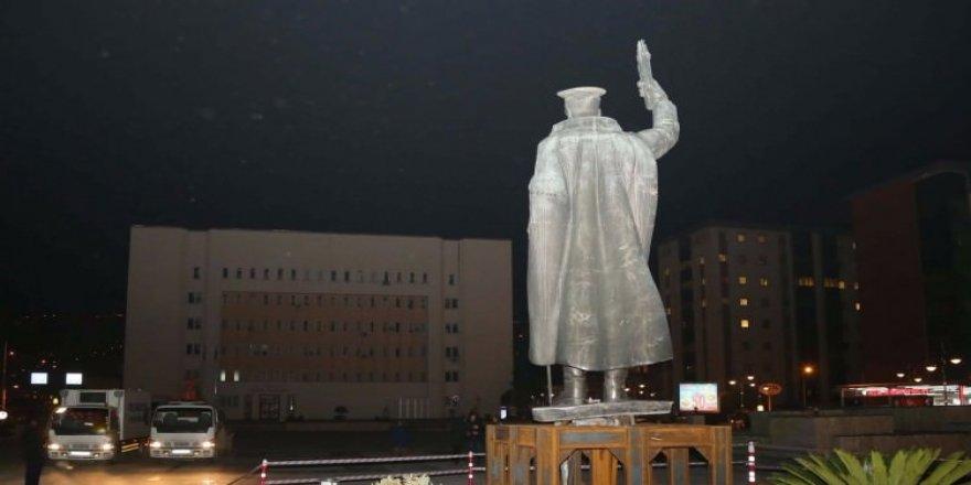 Provokasyon tutmadı! Atatürk heykelinin kaldırılması yalan çıktı