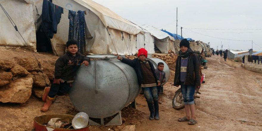Halep'teki bombardımandan kaçtılar, soğuğa yakalandılar
