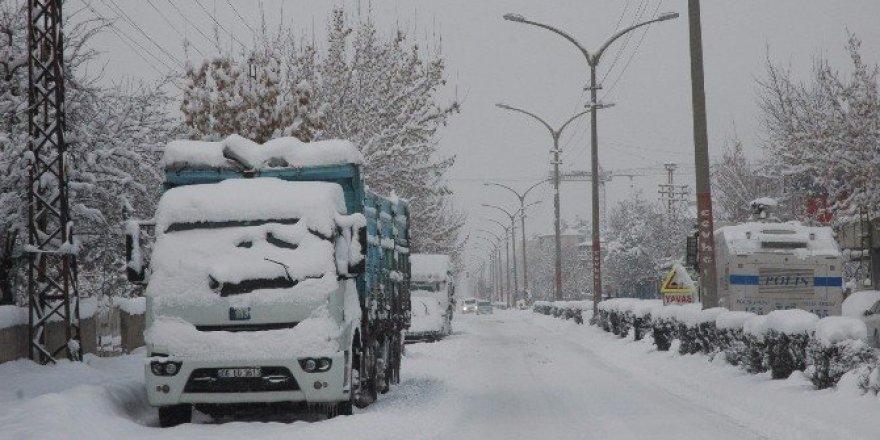 Van'da 48 mahalle yolu kapandı