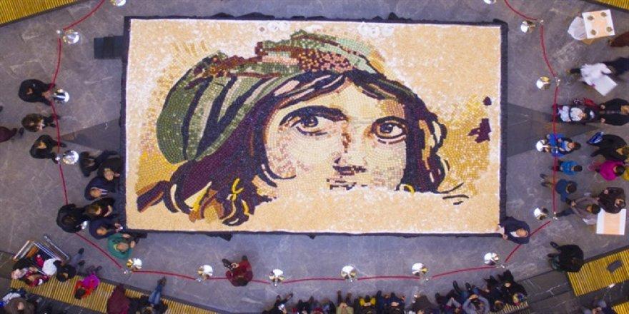 Baklavadan en büyük mozaik yapıldı