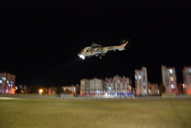 Karda mahsur kalan hastalar helikopterle kurtarıldı