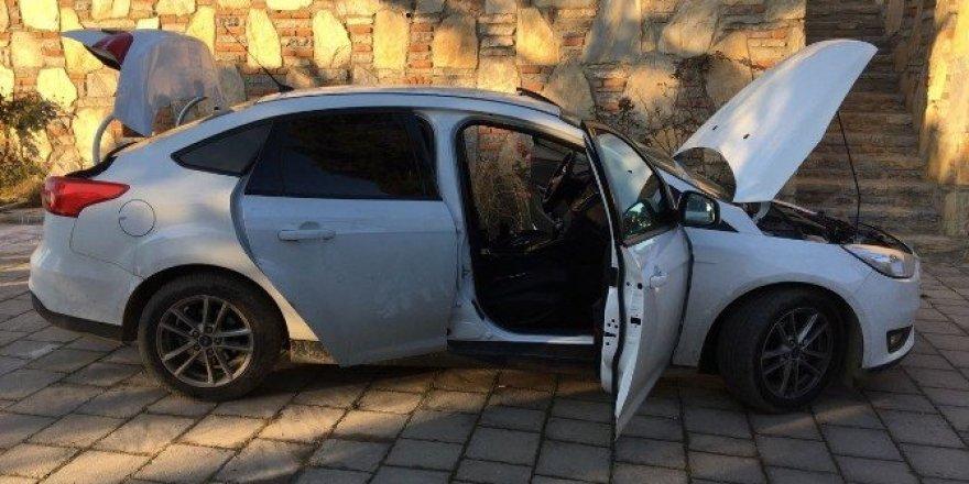 Milas'ta şüpheli araçtan uyuşturucu ve silah çıktı