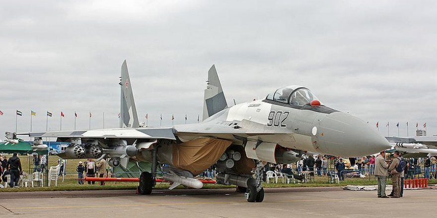 Çin, ilk Su-35 savaş uçağını teslim aldı