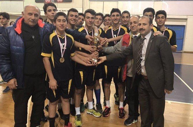 Voleybolda şampiyon Barbaros Anadolu Lisesi